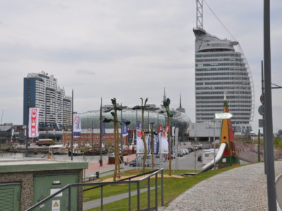 Bootshafen mit Blick auf das Atlantic Sail Hotel und Klimahaus