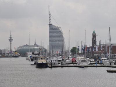 Bootshafen mit Blick auf das Atlantic Sail Hotel